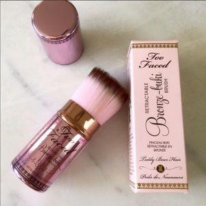 Too Faced Makeup - NIB Too Faced BronzeBuki Brush